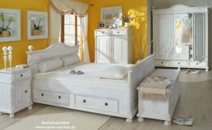 Landhaus-Bett-Holz-300x184 Landhausbett in Weiß - für mehr Lebensgefühl