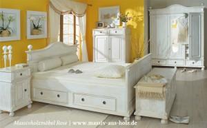 Massive Holzmöbel im Schlafzimmer
