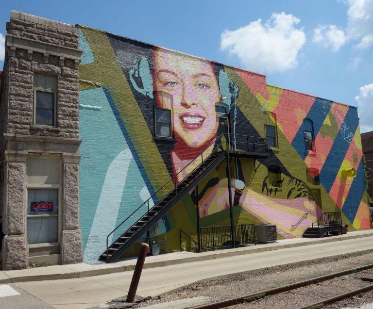Bunte Murals verwandeln Rockfords Innenstadt in eine Kunstgalerie