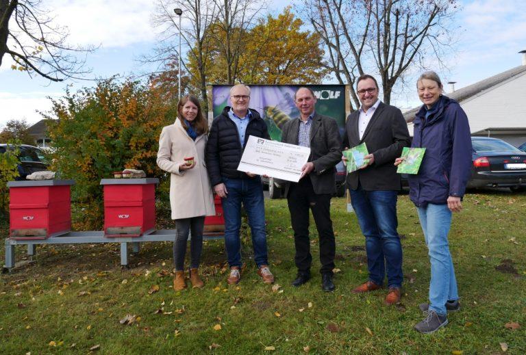 Wolf hilft mit Honigverkauf bei der Erhaltung regionaler Artenvielfalt