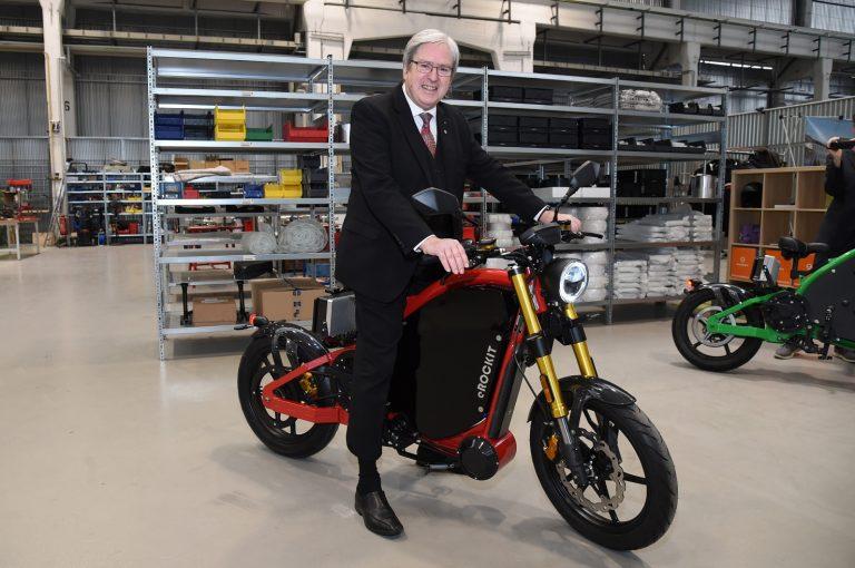 """eMobility """"Made in Brandenburg"""": eROCKIT elektrisiert Minister!"""