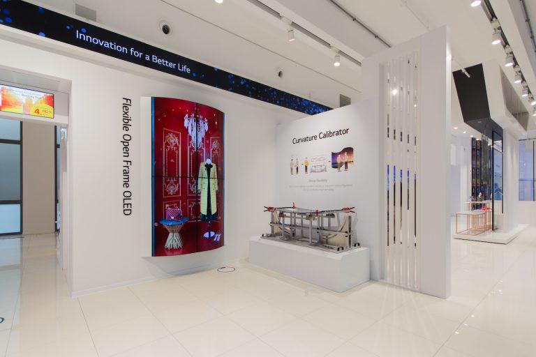 LG eröffnet Showroom und zeigt Information-Display-Lösungen von morgen